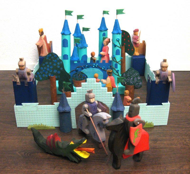 Upcycling - Schloss aus Verpackungsmüll mit Figuren von Ostheimer ...