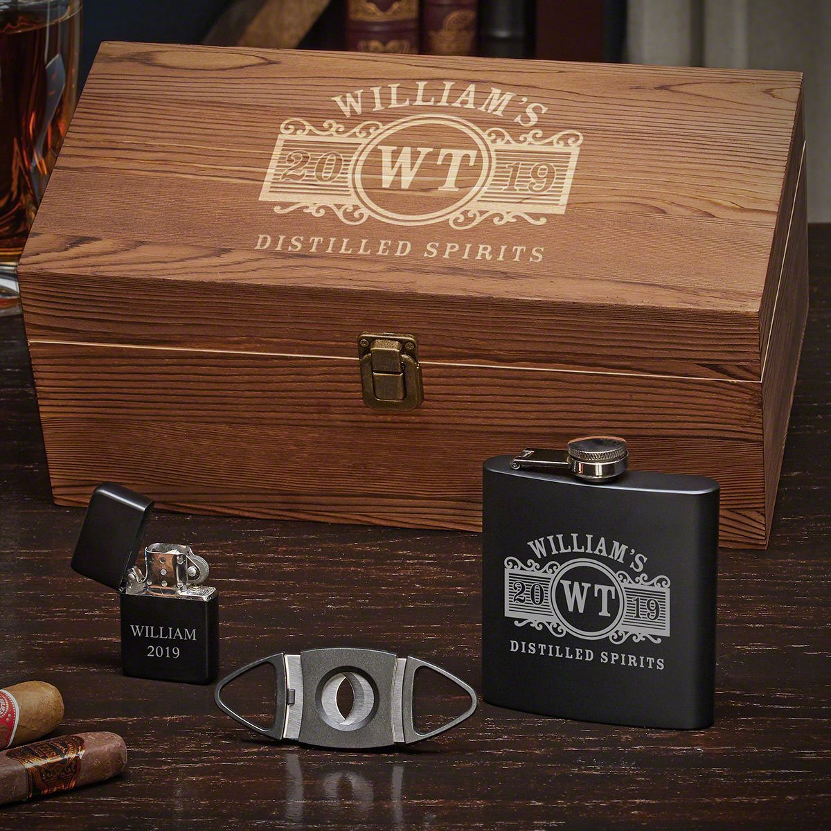 Cigar guys will love this classy gift set! #cigars #gifts #giftsforhim