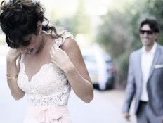 Wedding pictures - The moment the bride and groom see each other for the first time #easywed