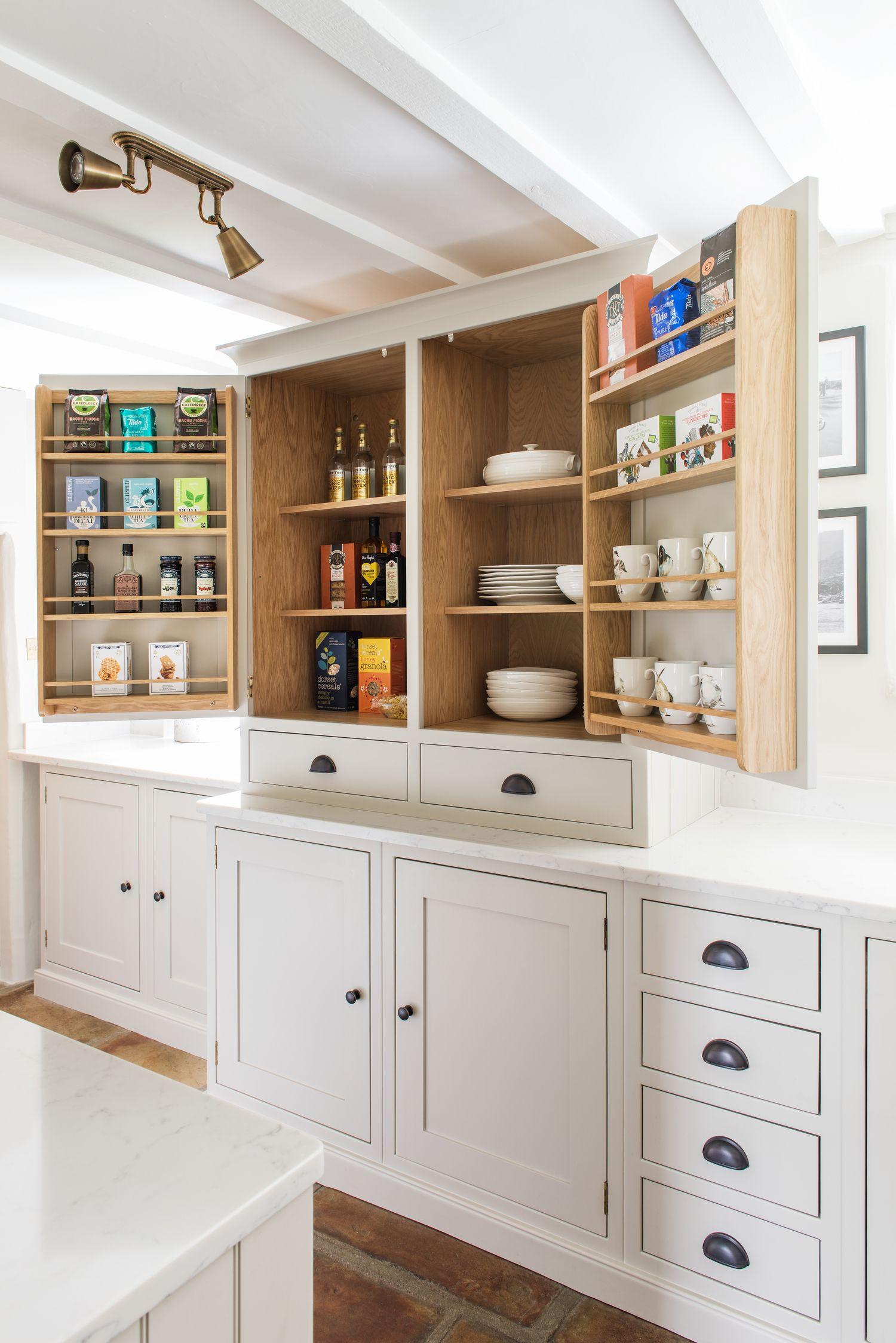 Painted Shaker Kitchen - Love the kitchen storage ideas ...
