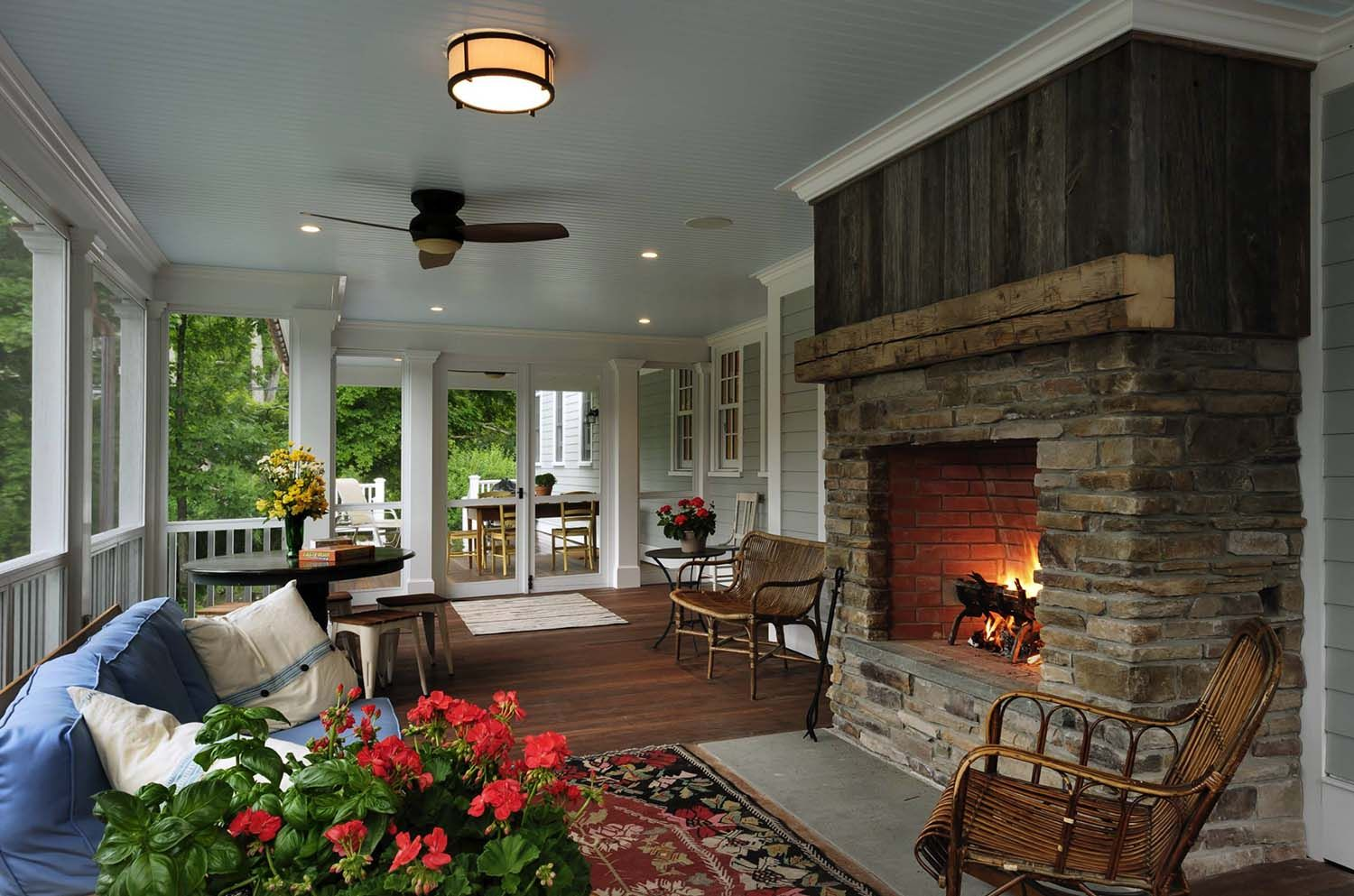45 Amazingly Cozy And Relaxing Screened Porch Design Ideas Porch Design Traditional Porch Porch Fireplace