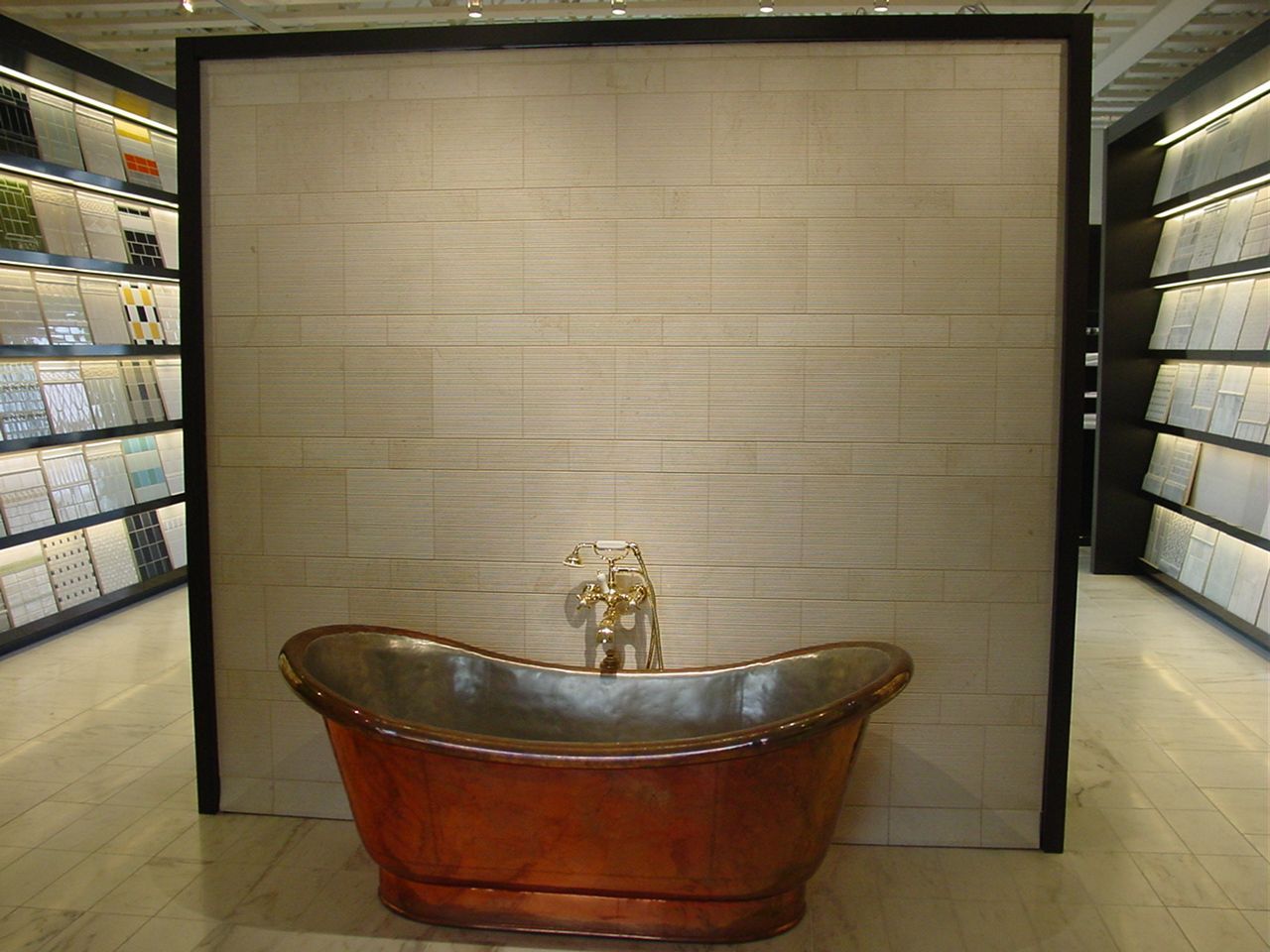 Los Angeles Showroom Clothilde Bathtub Display LA Showroom - Bathroom store los angeles