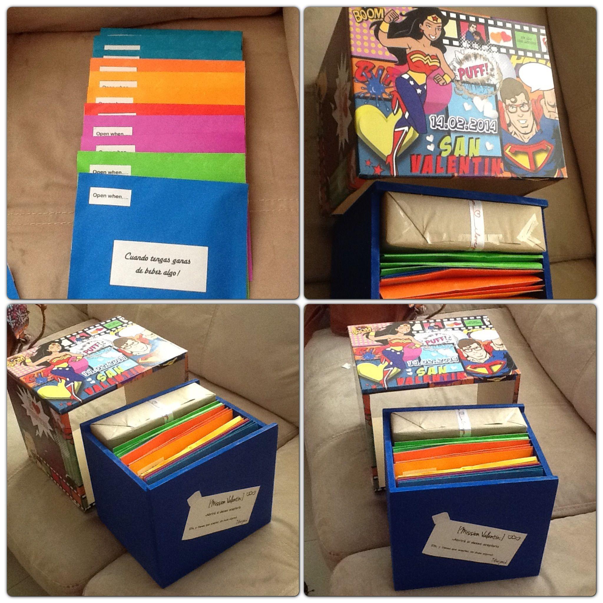 la caja incluye comic tarjetas open when y un regalo sorpresa