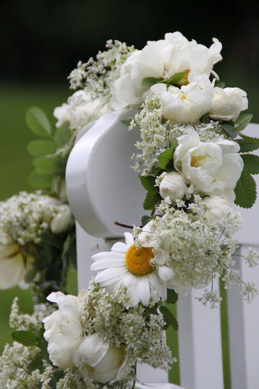 věneček z bílých květů