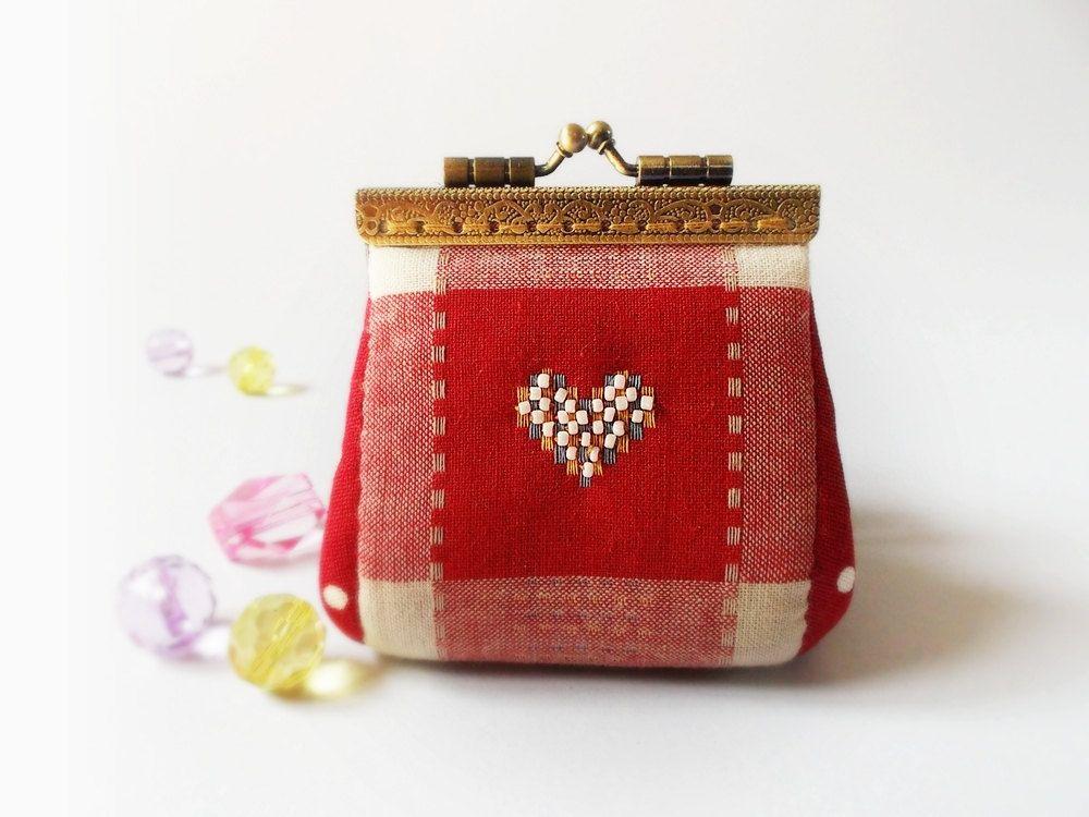 Coin purse / Mini coin purse / Linen purse / Clutch coin purse / Kiss lock frame - Made to order. $19.90, via Etsy.
