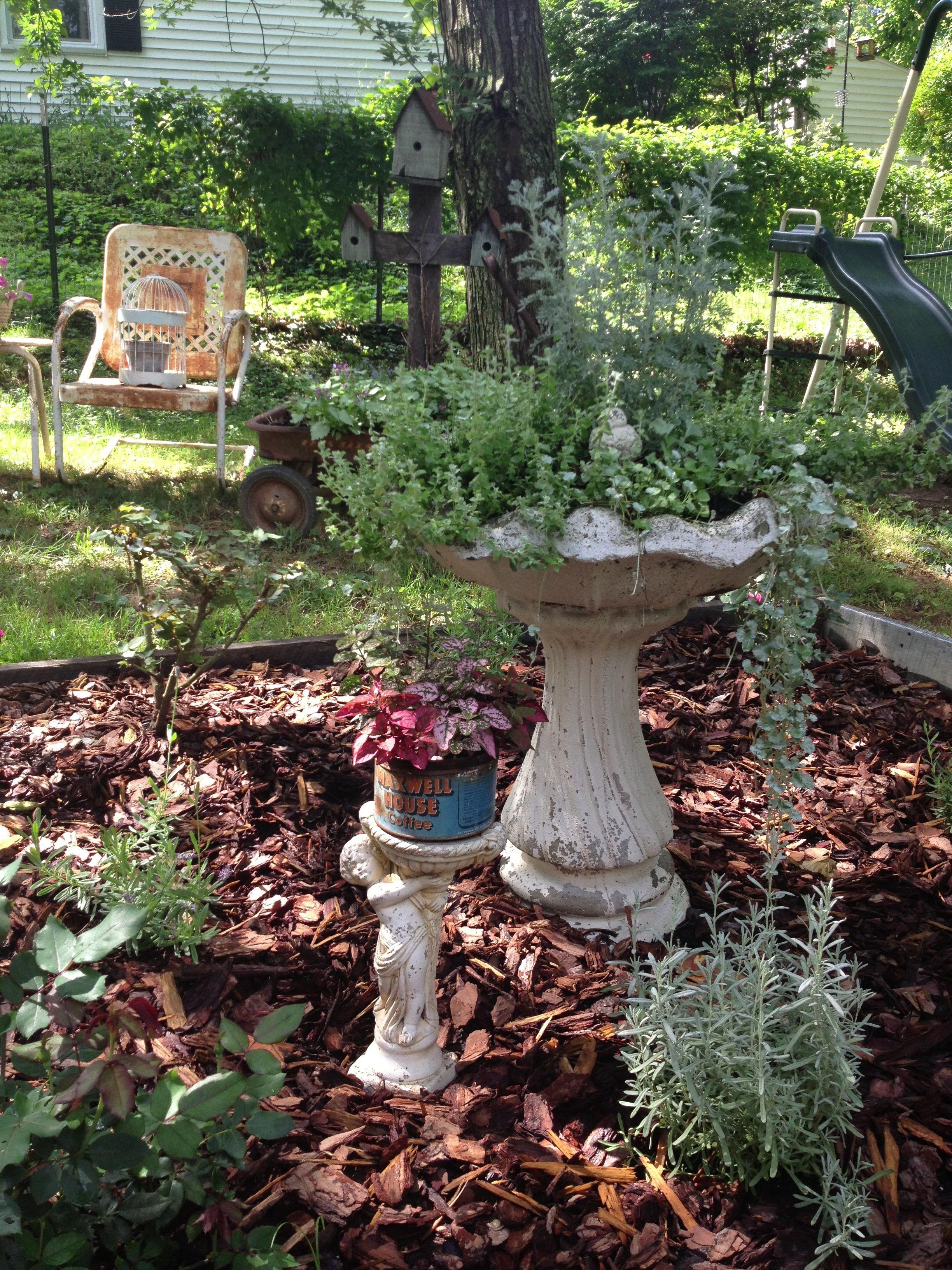 Pinterest Garden Junk Ideas Photograph   Decorating the gard