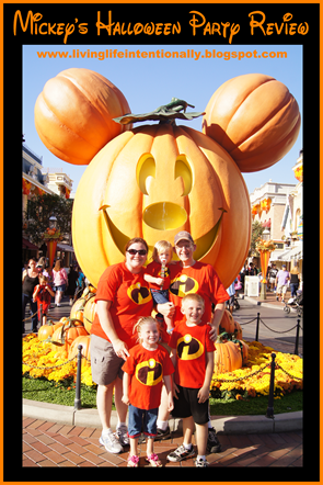 Mickey's Halloween Party Review! Loads of family fun with lots of pictures and a map.