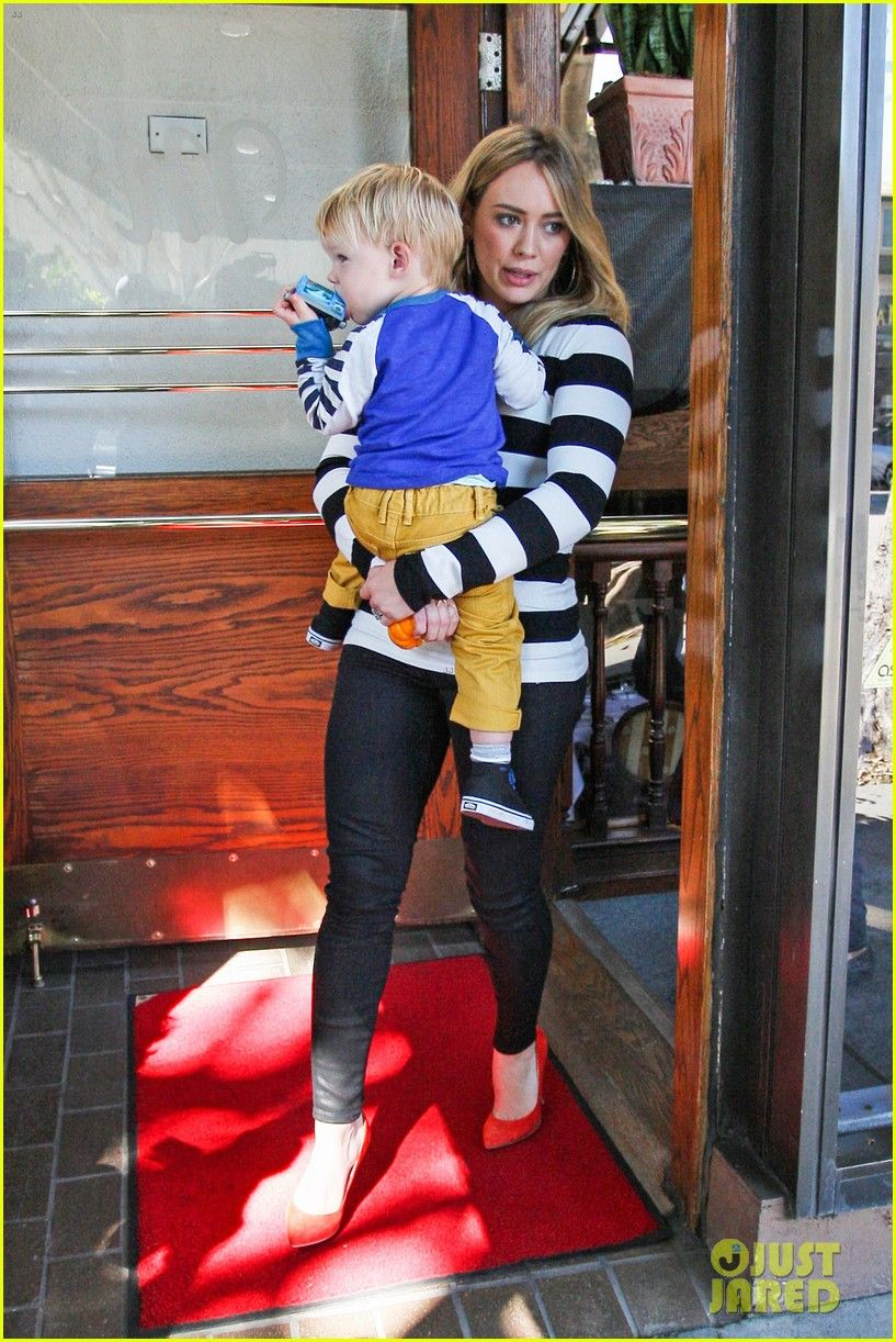 Hilary duff and mike comrie take their son luca out to lunch on