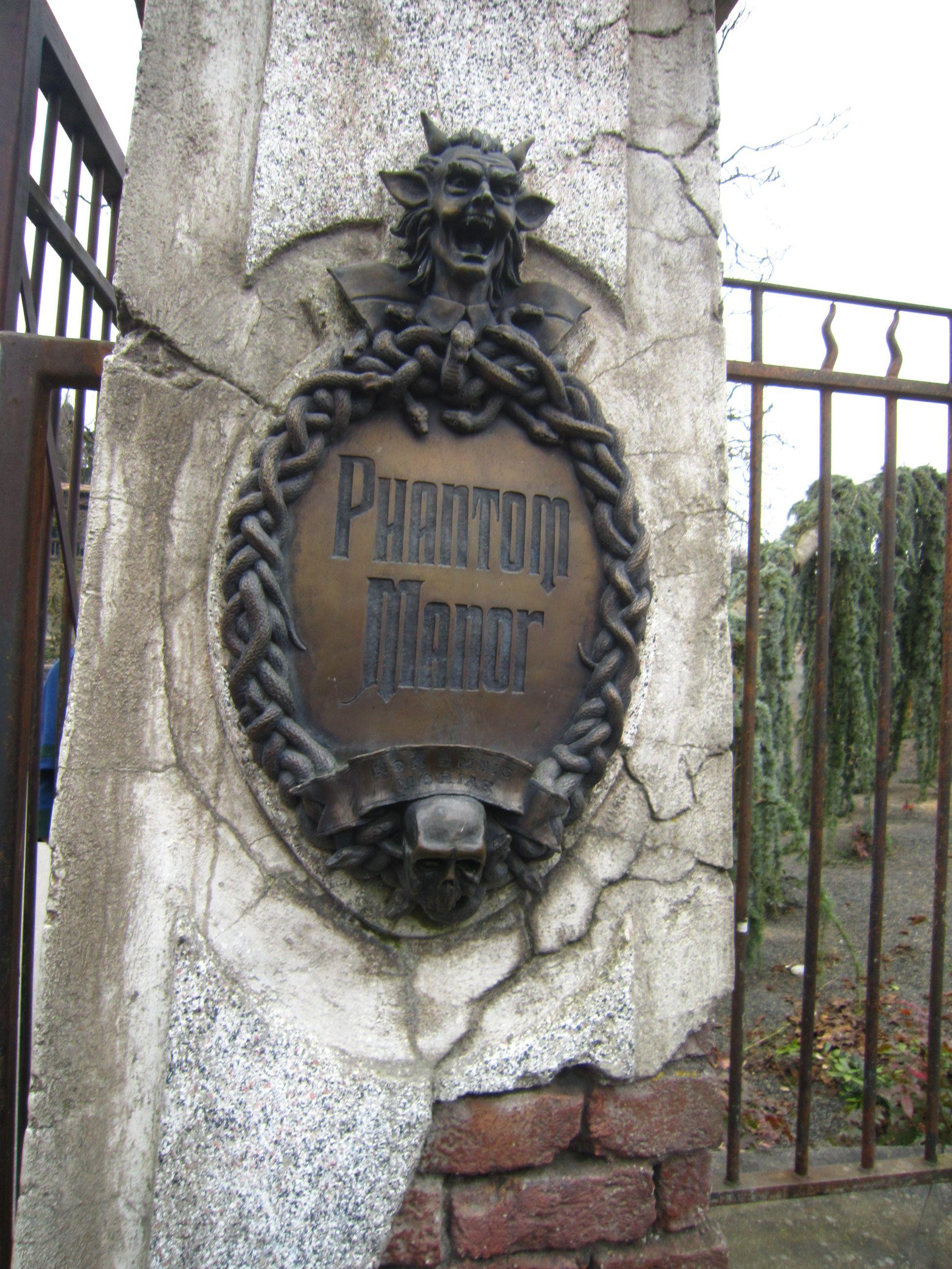 Phantom Manor - Disney Frontier Kingdom - Pinterest - Haunted