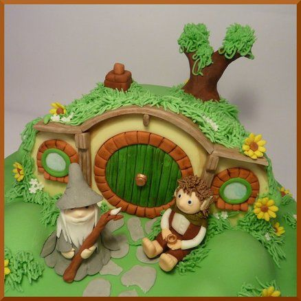 Lord of the Rings Cake - Bag End and Cupcakes