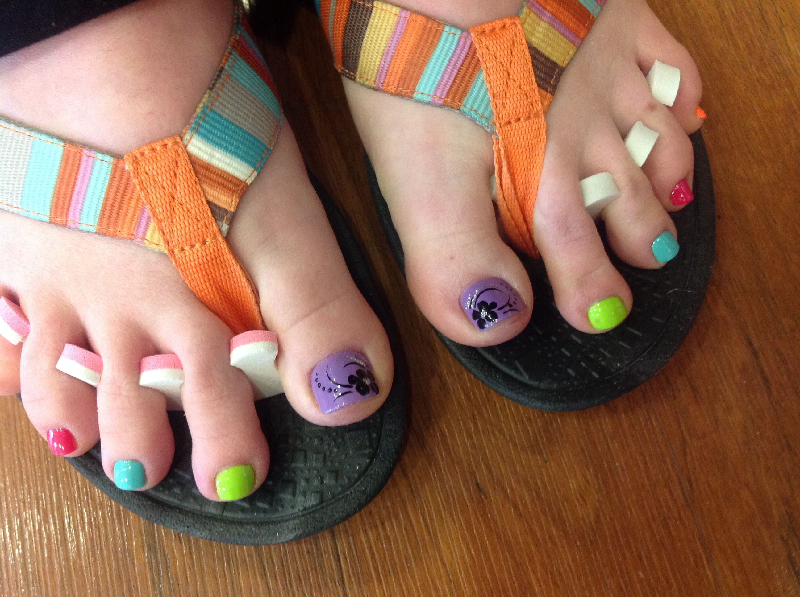 Spring toes | Painted toes, Mani pedi, Womens flip flop