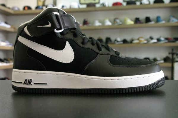 nike air force 1 mid black & white bedding