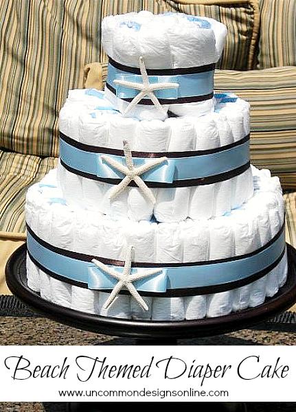 Je suis super fan des gâteaux fait avec des couches. Une belle idée pour décorer la fête, facile à faire et les couches vous seront utiles dans un futur très proche ;)