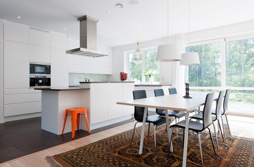 Un salón – cocina – comedor en dos niveles