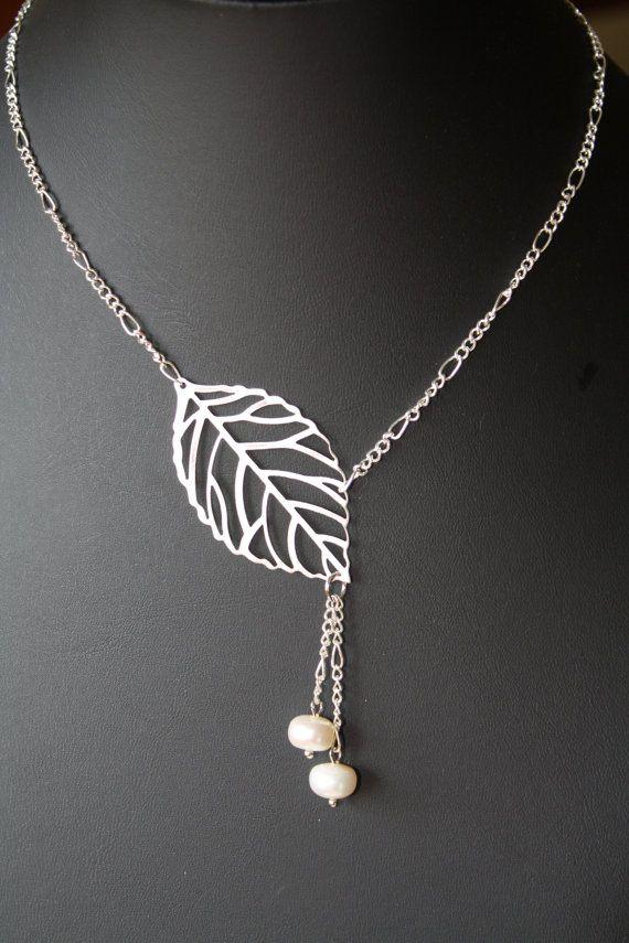 Collier feuille argent et perles blanches  par BijouxKarmaJewelry, $18.00