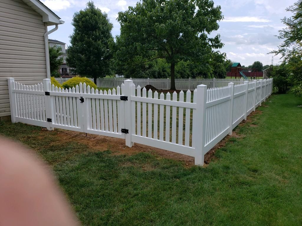 Traditional White Picket Fence In Vinyl No Maintenance Required