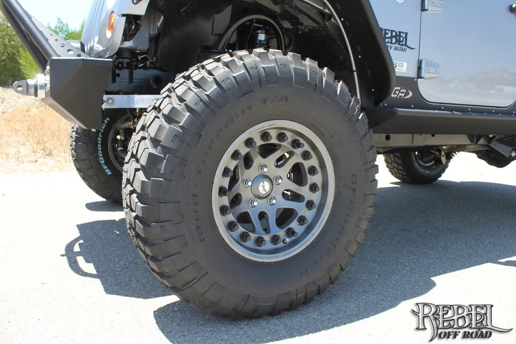 Silver Fox - 2013 10th Anniversary Rebelcon: Close up view of the Hutchinson Rock Monster beadlock wheel wrapped with BFGoodrich KM2 tire.