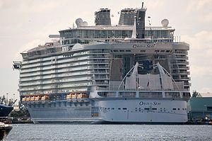Oasis of the Seas -Fort Lauderdale, Florida, USA-24Nov2009.jpg