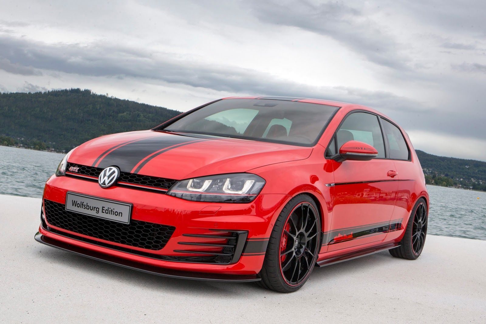vw apprentices unwrap 380ps golf gti wolfsburg edition at w rthersee carscoops volkswagen. Black Bedroom Furniture Sets. Home Design Ideas