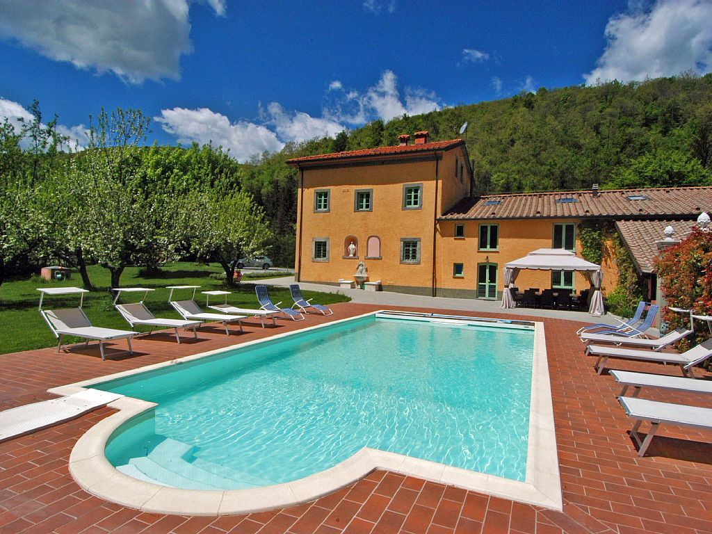 An Old Bishop S House Now A Charming Holiday Villa For 10 14 Guests In A Mosquito Free Area Between Florence And Lucca Pistoia Holiday Villa Holiday Houses To Rent Luxury Holidays