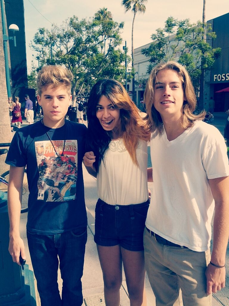 cole and dylan again with a fan :) | Cole & Dylan Sprouse ...
