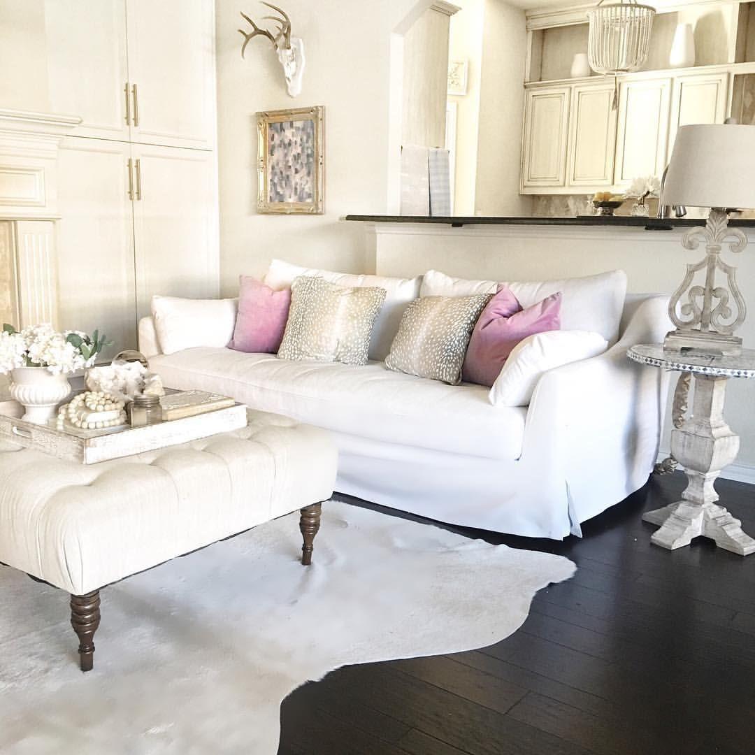 Farlov sofa. White furniture. Spring decor. Wood floors. Antelope