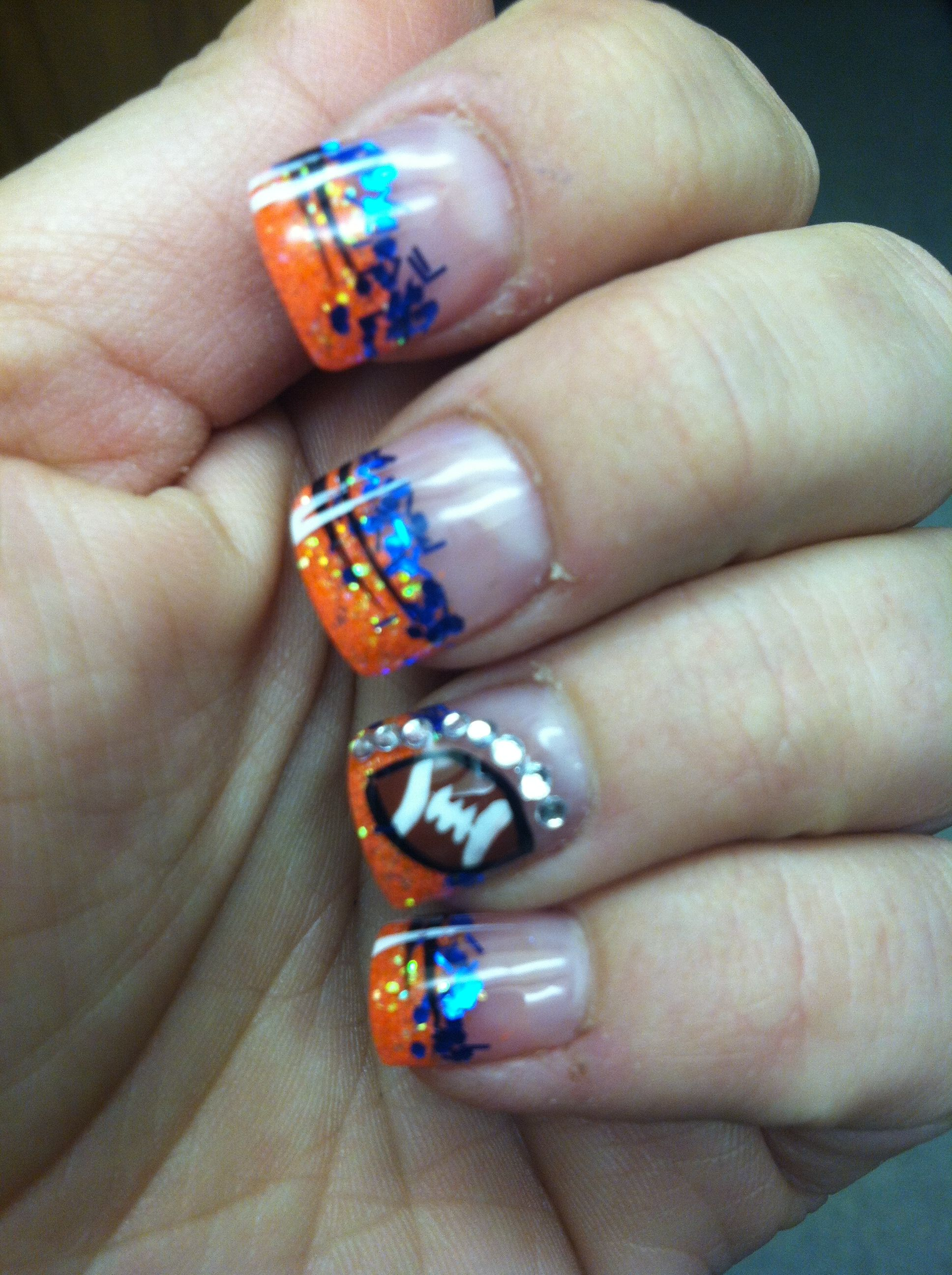 Look at these Boise State nails! GO BRONCOS!   Hair, Nails & Makeup ...