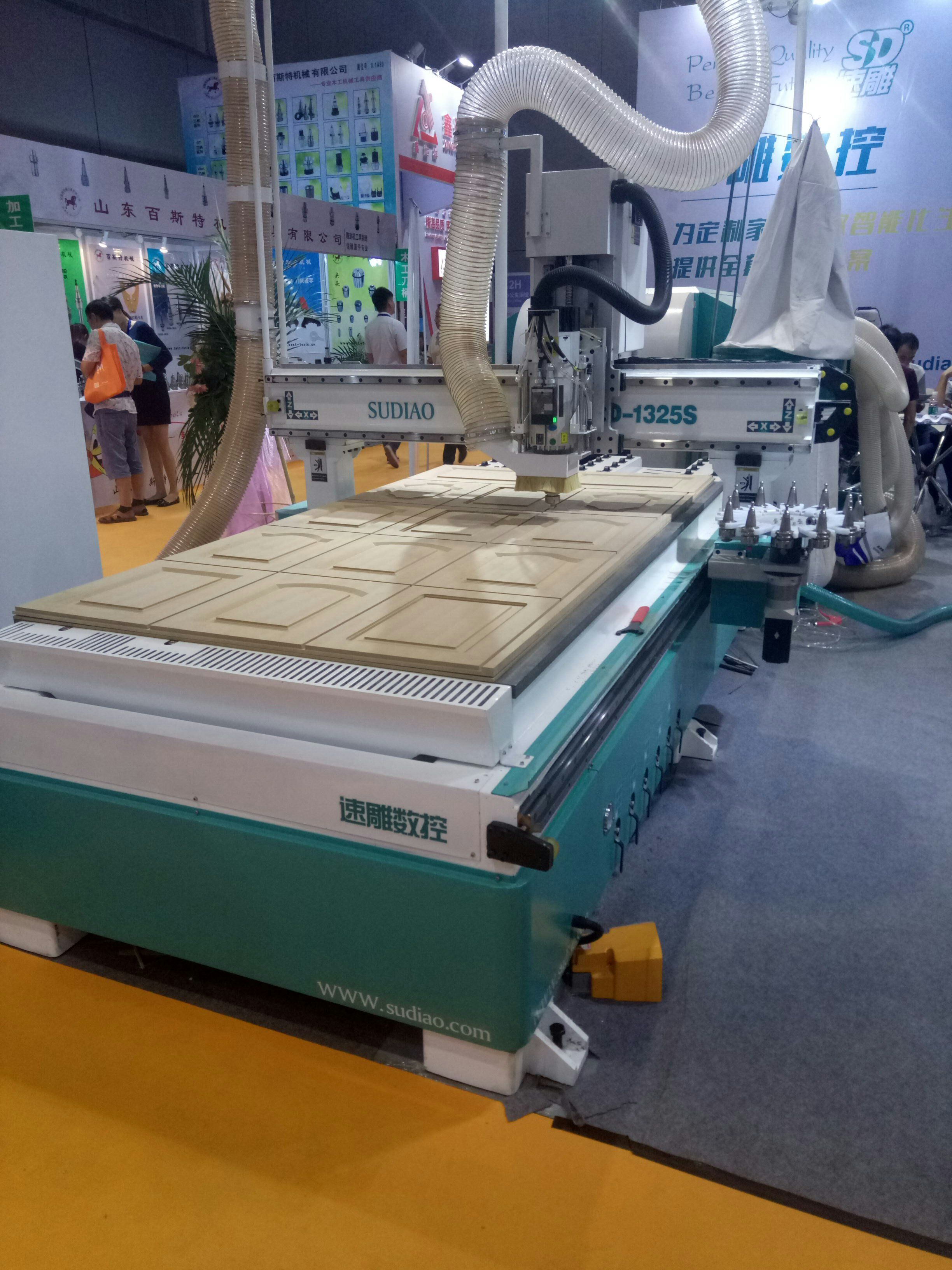 Cncrouter sell cnc router machine with automatic tool