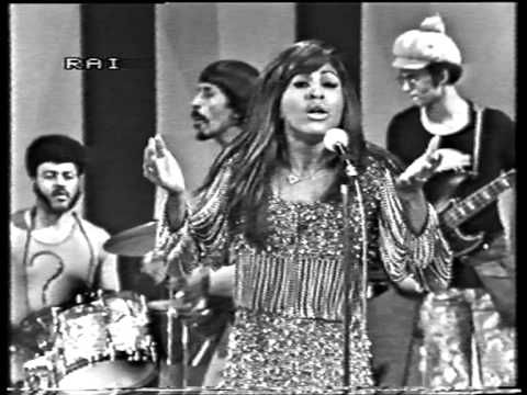 Ike & Tina Turner - Proud Mary live on Italian TV 1971...she looks so CUTE...and that voice