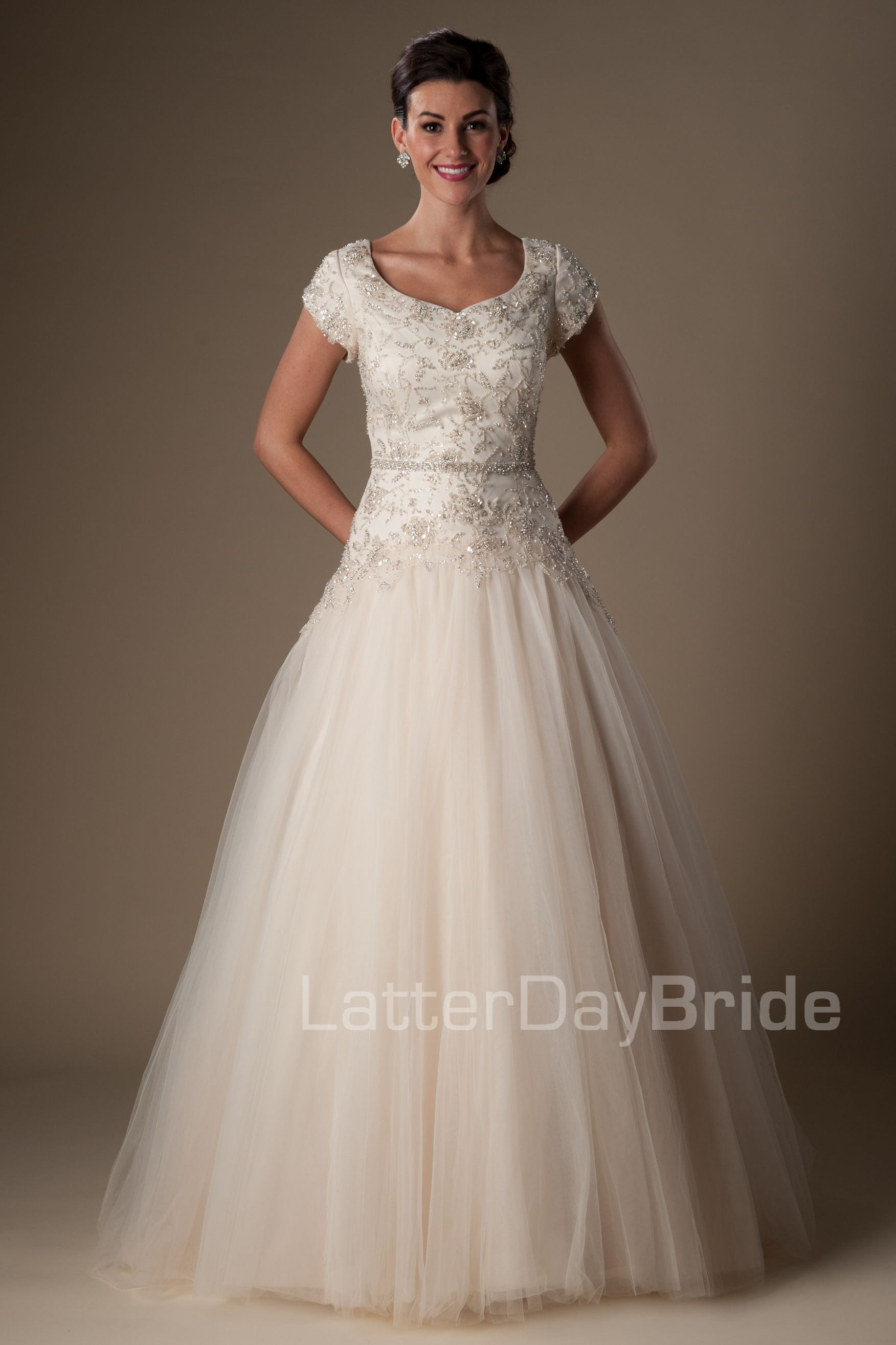 Vestidos de boda modestos: Zetta   bride dresses   Pinterest ...