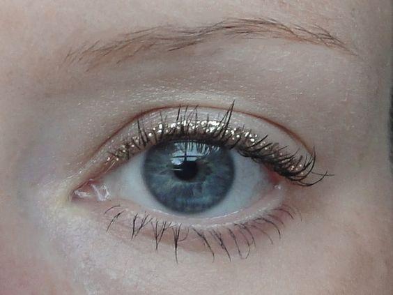Wie man Liquid Glitter Eyeliner wie ein Profi trägt ...