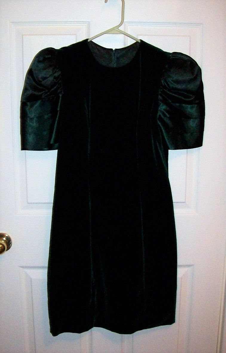 Vintage 80s Ladies Green Velvet Dress by Maggie Breen Size 4 M Only 11 USD  by 9253083b7