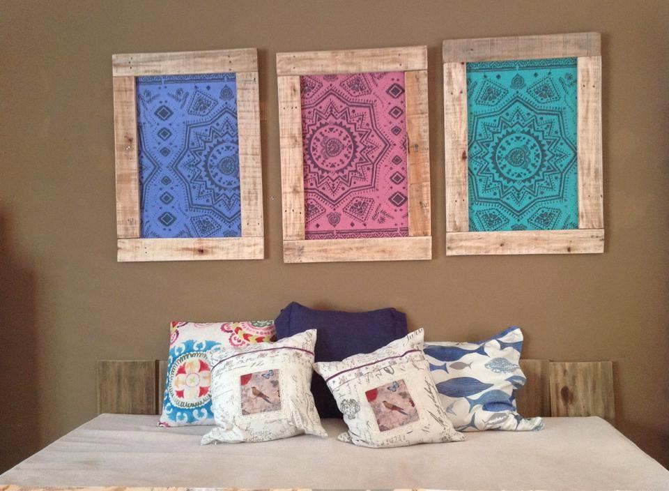 Conjunto de tres cuadros tipo papel tapiz con marco en madera ...