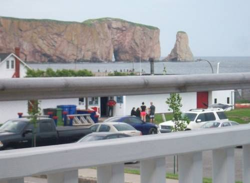 Motel Impérial Percé (Québec) This motel is located in the village of Percé, just 350 meters from the Office de Tourisme du Rocher-Percé. It features free WiFi access and an on-site gift shop.  A balcony with a view is a part of every room at Motel Impérial.