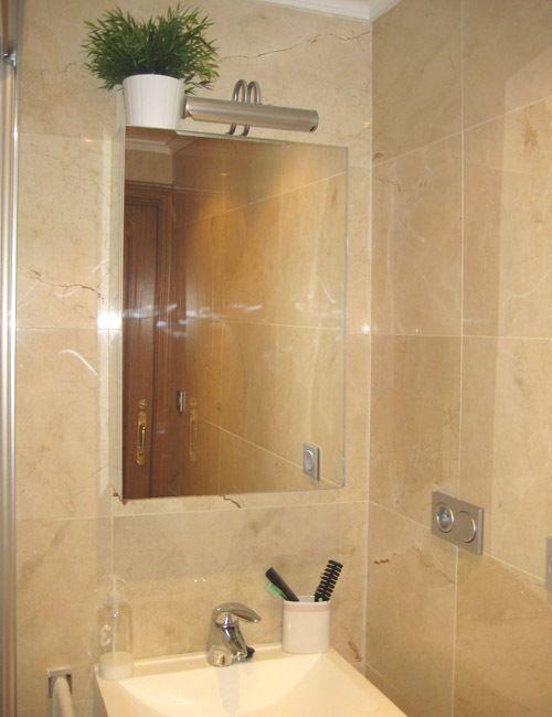 10 trucos para baños pequeños | decoración de interiores ? 10 tips ... - Decoracion De Interiores Banos Pequenos