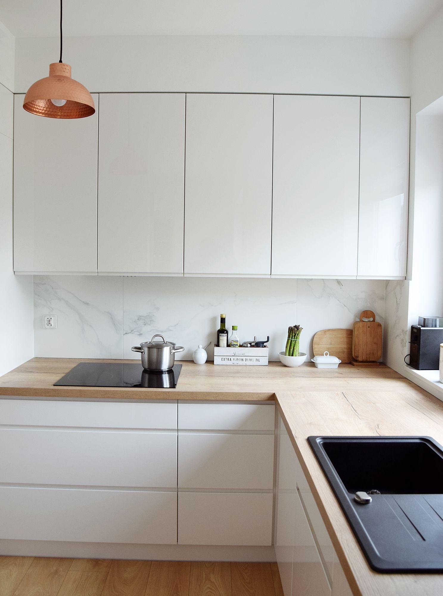 Projekt Wnetrza Kuchni W Szczecinie Www Malinowskistudio Pl Modern White Kitchen Marble Copp White Modern Kitchen White Kitchen Design Kitchen Inspirations