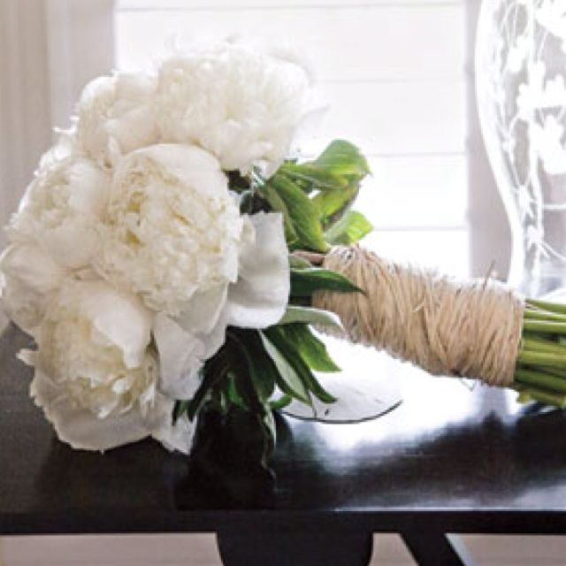 Rustic and simple bouquet. Twine is pretty.