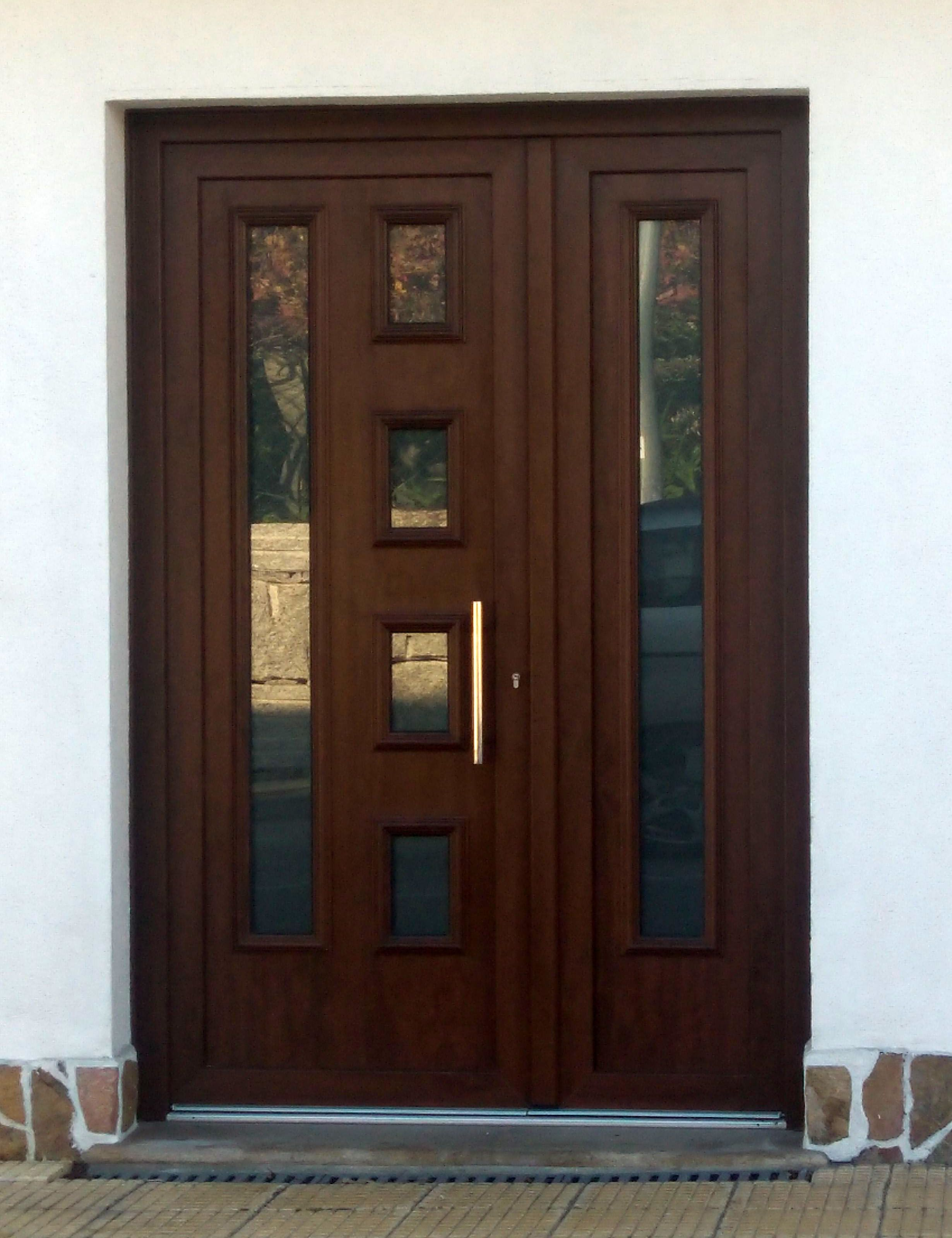 Tempo lira aluminio foliado indupanel paneles puertas for Puertas de pvc para exterior precios