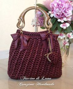 Amazing crochet handbags from Italian designer Fascino di Luna Creazioni Hand Made.