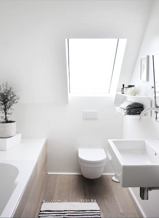 Du Hast Eine Schräge Idee Für Dein Neues Badezimmer? Willkommen In Deinem  Neuen Traumbad Mit Dachschräge. Mehr Tipps Zur Badplanung Auf  Www.wohn Dir Was.de ...