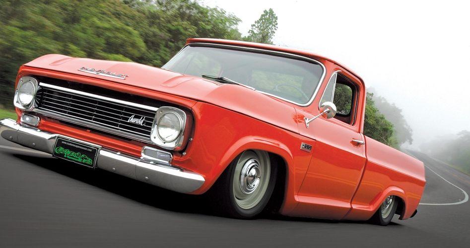 Antiga Chevrolet C10 Pregada No Chao Com Motor Turbinado Rouba A