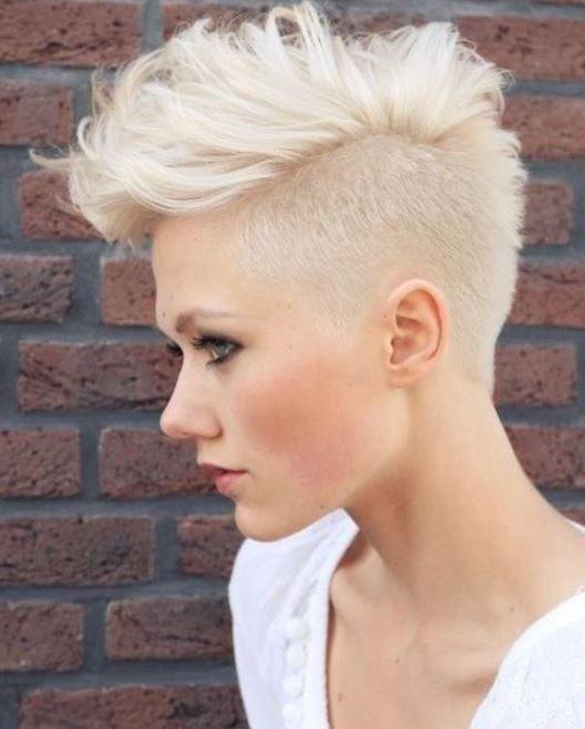 Tagli di capelli rasati femminili