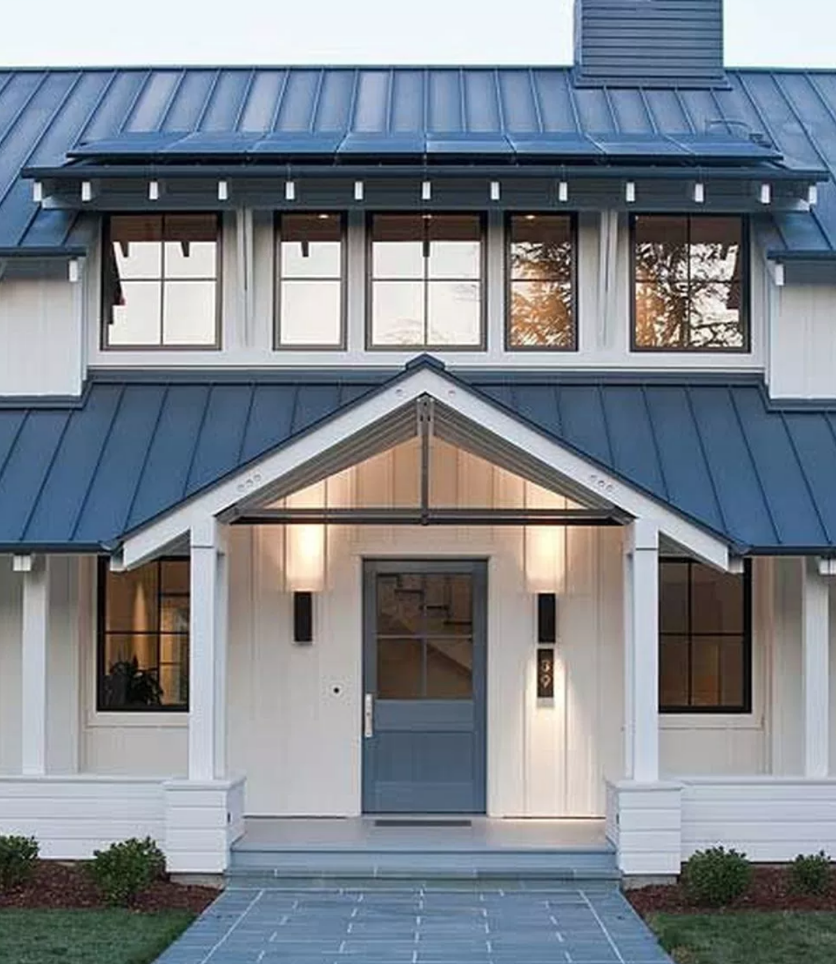 90 Incredible Modern Farmhouse Exterior Design Ideas 63: Like The Entry And Multiple Roofs Lines