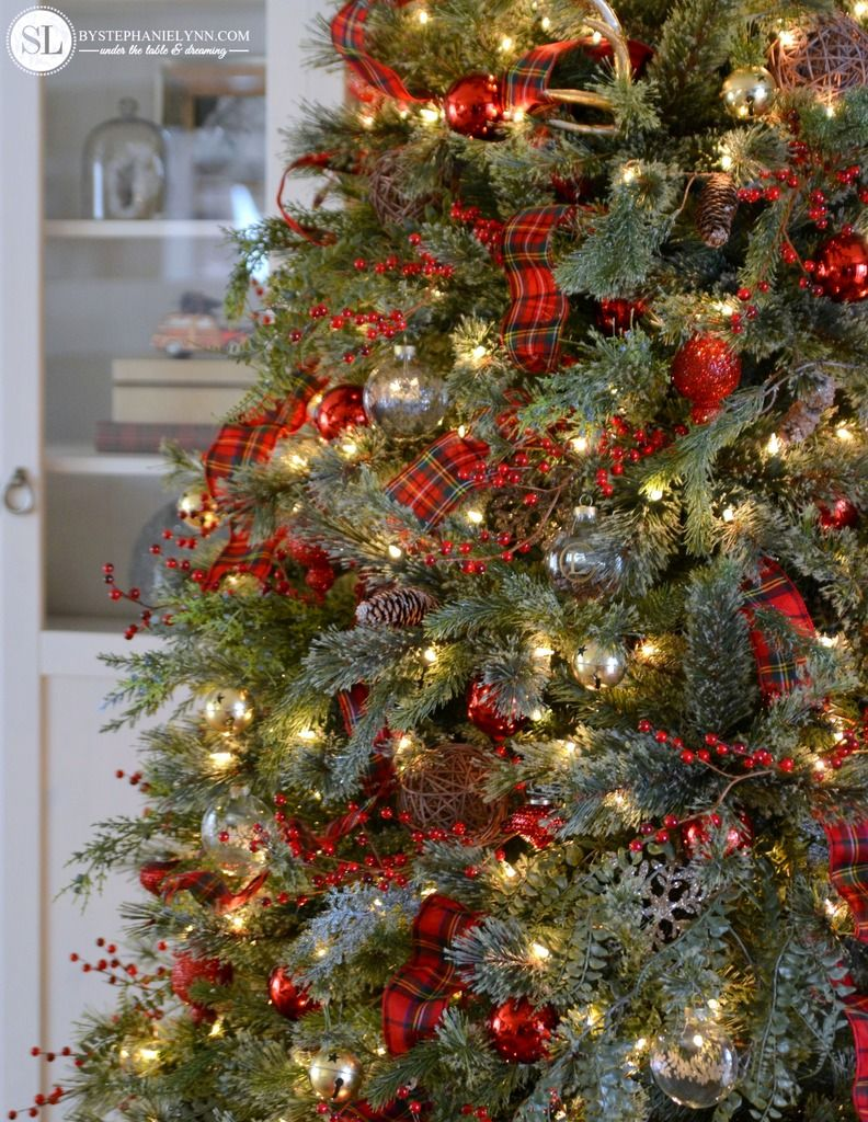 traditional tartan plaid christmas tree decorating ideas michaelsmakers - Tartan Plaid Christmas Decor