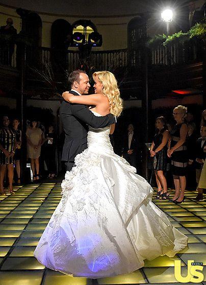 Jenny Mccarthy And Donnie Wahlberg S Wedding Album Celebrity Weddings Celebrity Bride Celebrity Wedding Photos