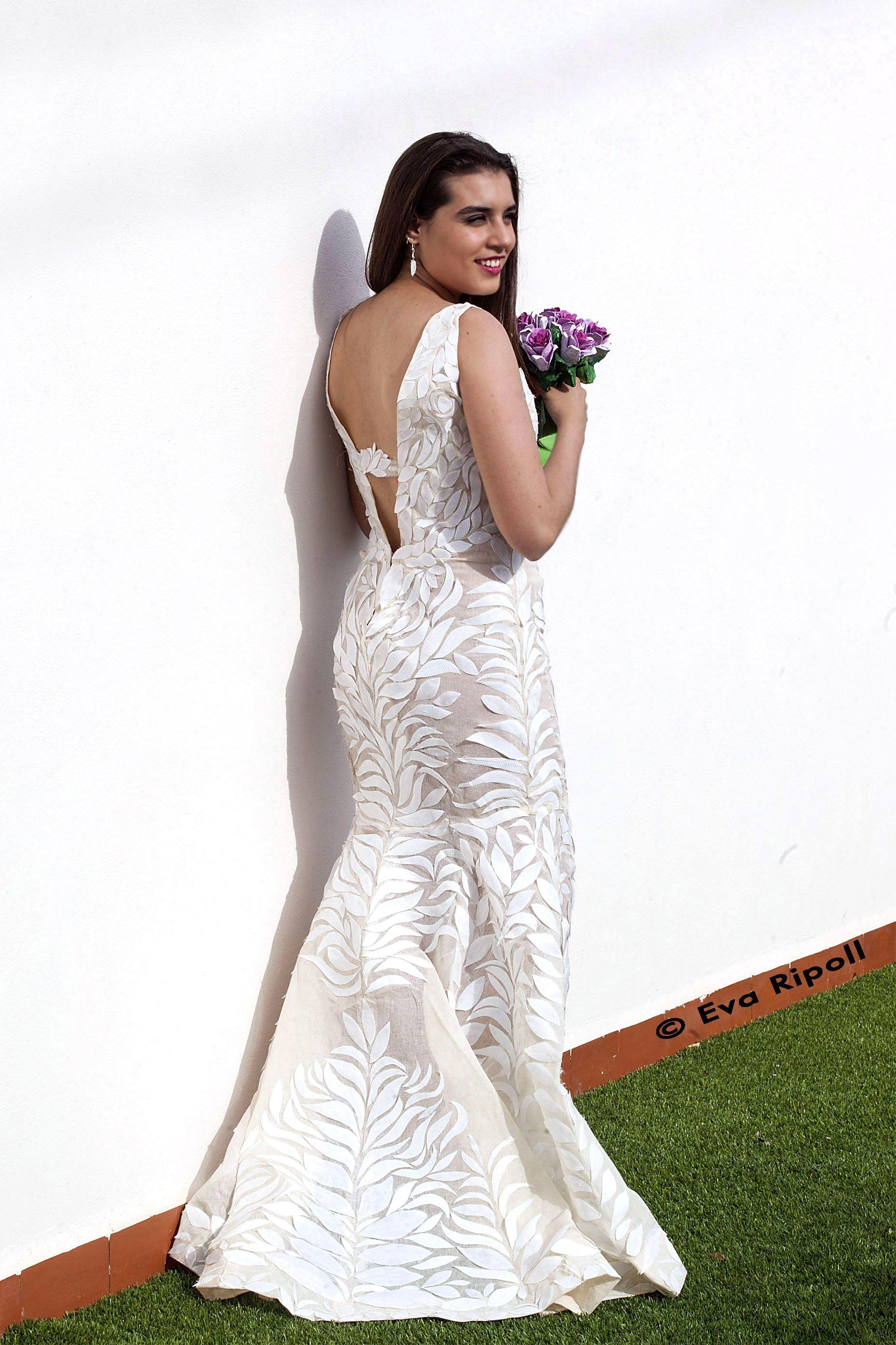 Vestido de novia realizado con más de 80 vasos de usar y tirar ...