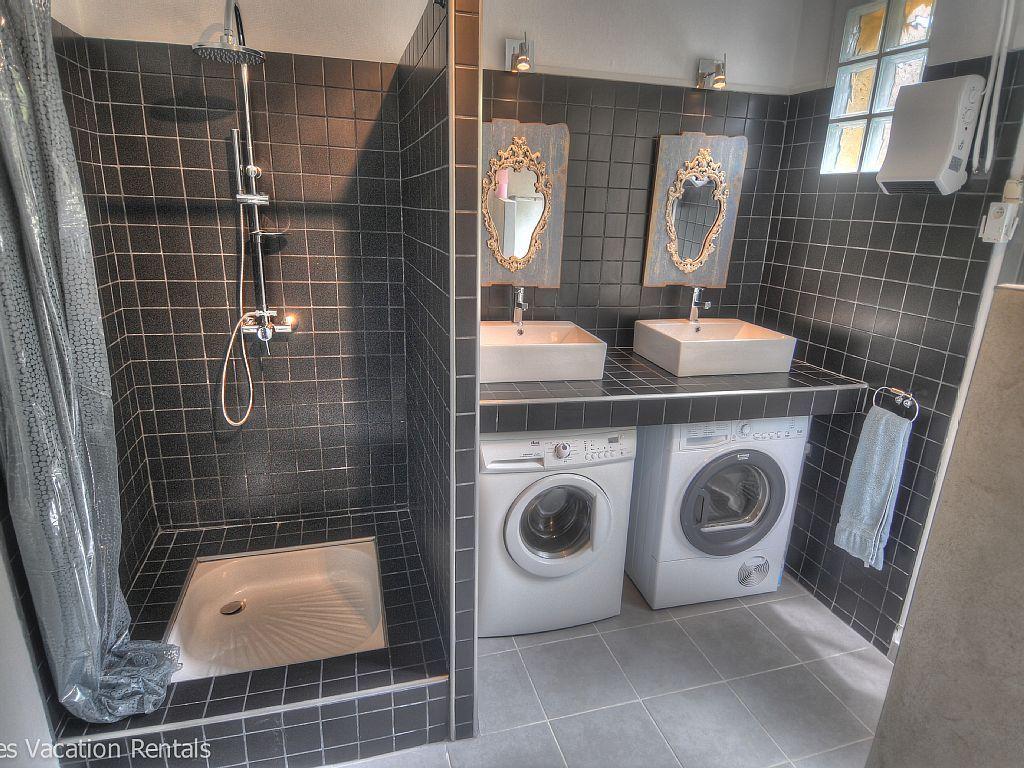 Lave Linge Dans Salle De Bain location vacances maison uzes: salle de bain avec wc - 1er