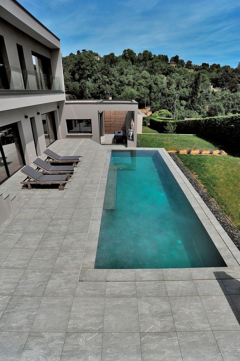 Carrelage Pour Villa Avec Piscine Saint Didier Au Mont D Or Piscine Terasse Piscine Piscine Amenagement Paysager