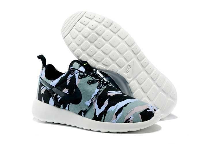 size 40 a3226 0191b https   www.sportskorbilligt.se  1479   Nike Roshe One Print