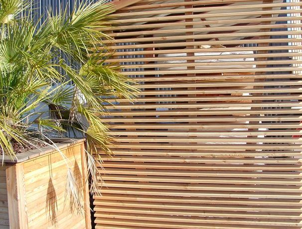cloture bois ajoure bois ajourr with cloture bois ajoure ides pour la clture de jardin. Black Bedroom Furniture Sets. Home Design Ideas